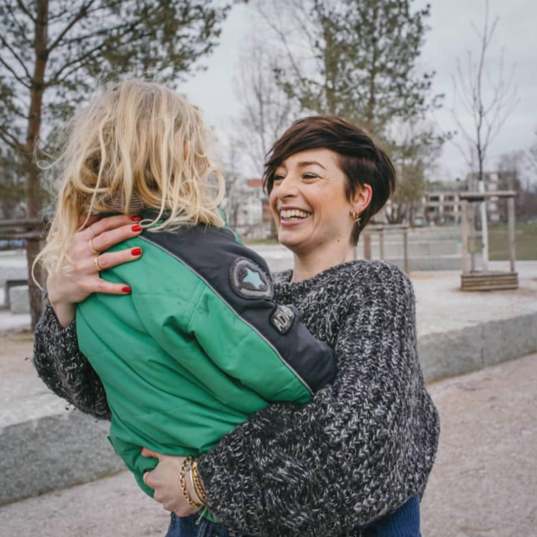 Kathy Weber mit Tochter im Arm